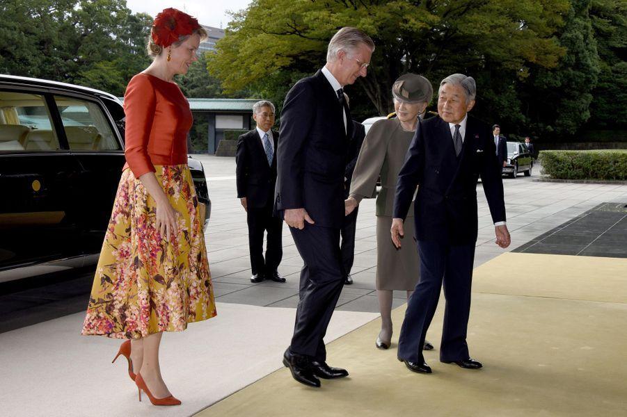 La reine Mathilde et le roi Philippe de Belgique avec l'impératrice Michiko et l'empereur Akihito du Japon à Tokyo, le 11 octobre 2016