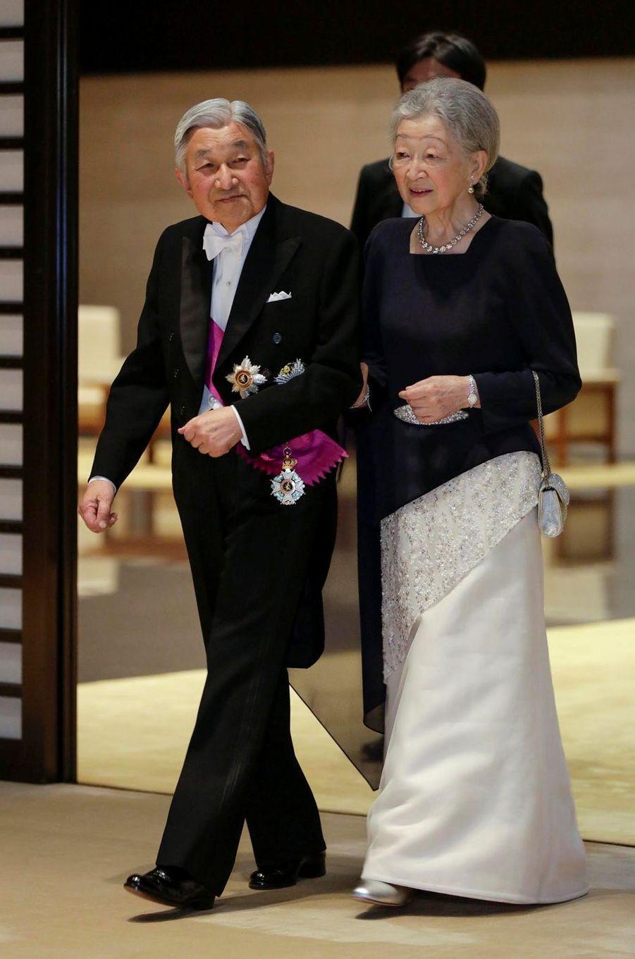 L'impératrice Michiko et l'empereur Akihito du Japon à Tokyo, le 11 octobre 2016