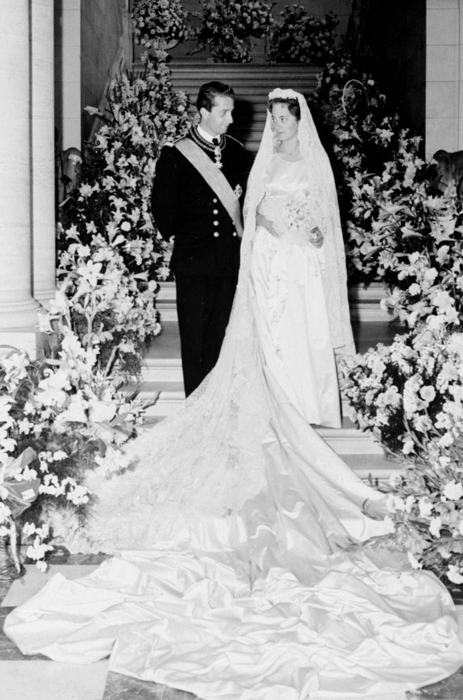 La princesse Paola Ruffo di Calabria et le prince Albert de Belgique, le jour de leur mariage le 2 juillet 1959