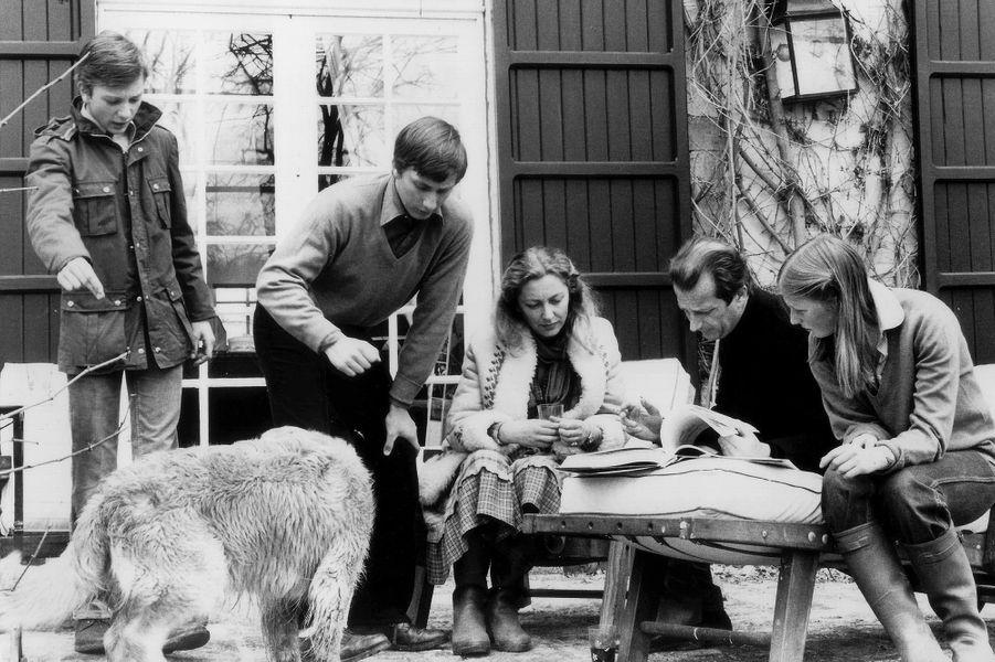 La princesse Paola de Belgique avec le prince Albert et leurs trois enfants, le 15 avril 1978