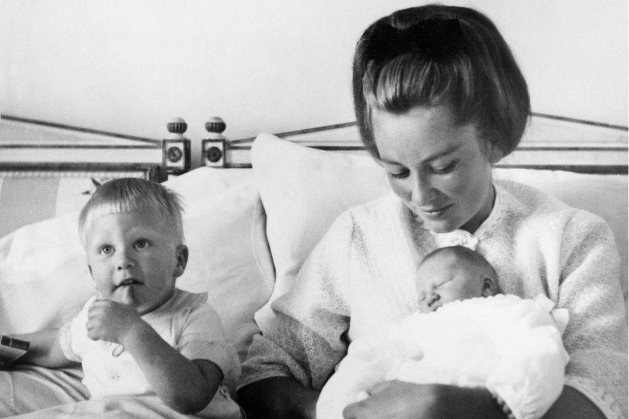 La princesse Paola de Belgique avec le prince Philippe et la princesse Astrid, le 8 juin 1962