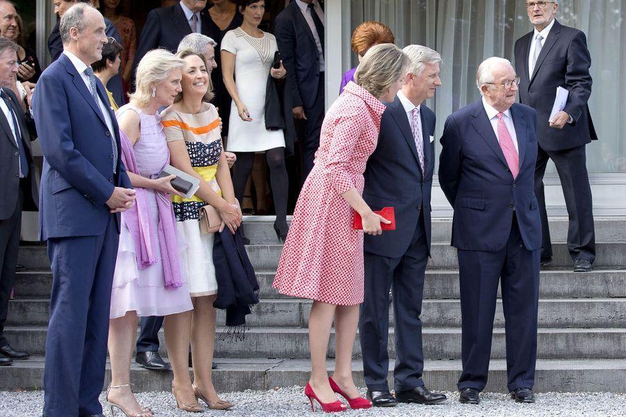 Le prince Lorentz, les princesses Astrid et Claire, la reine Mathilde, le roi Philippe et l'ex-roi Albert II de Belgique à Waterloo, le 29 juin 2017