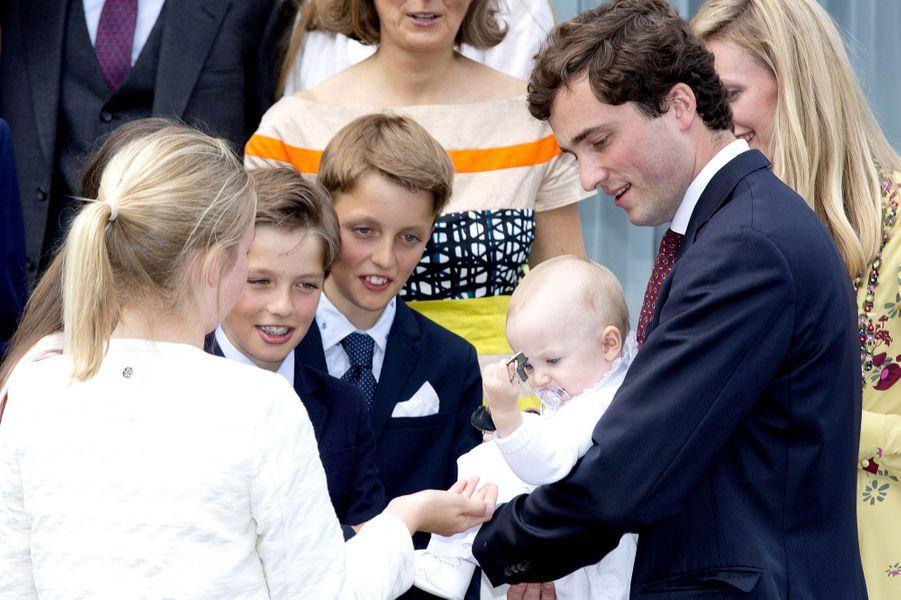 Le prince Amedeo de Belgique, sa femme Lili et leur fille Anna Astrid avec la princesse Louise et les princes Aymeric et Nicolas à Waterloo, le 29 juin 2017