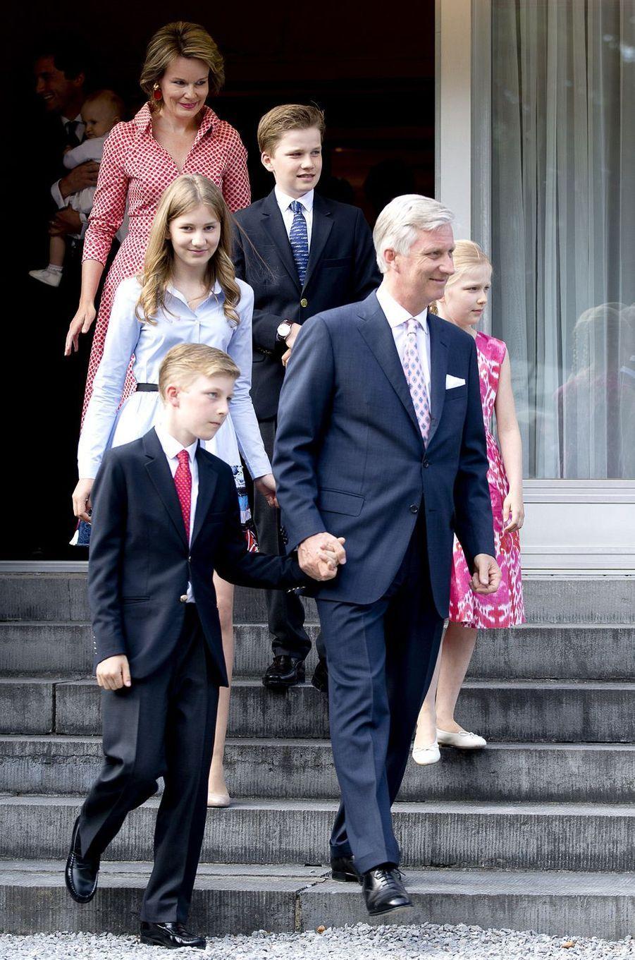 La reine Mathilde et le roi Philippe de Belgique avec leurs enfants à Waterloo, le 29 juin 2017