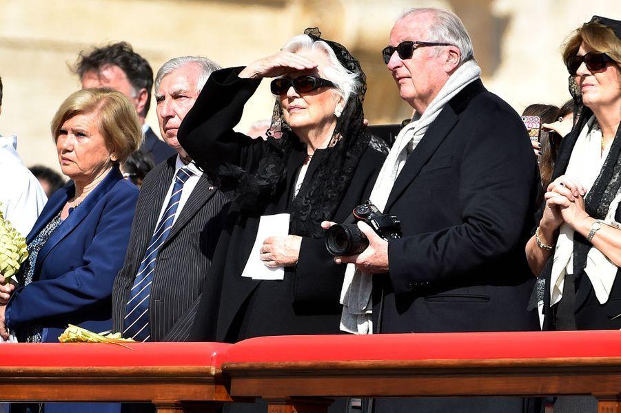 Paola et Albert de Belgique à la messe des Rameaux à Rome, le 20 mars 2016