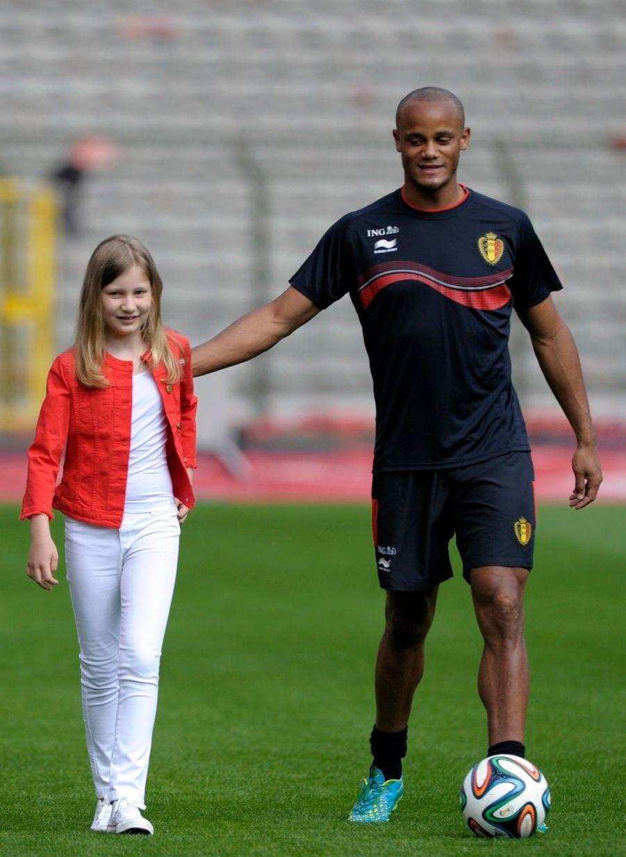 La princesse Elisabeth de Belgique avec le joueur de football belge Vincent Kompany, le 8 juin 2014