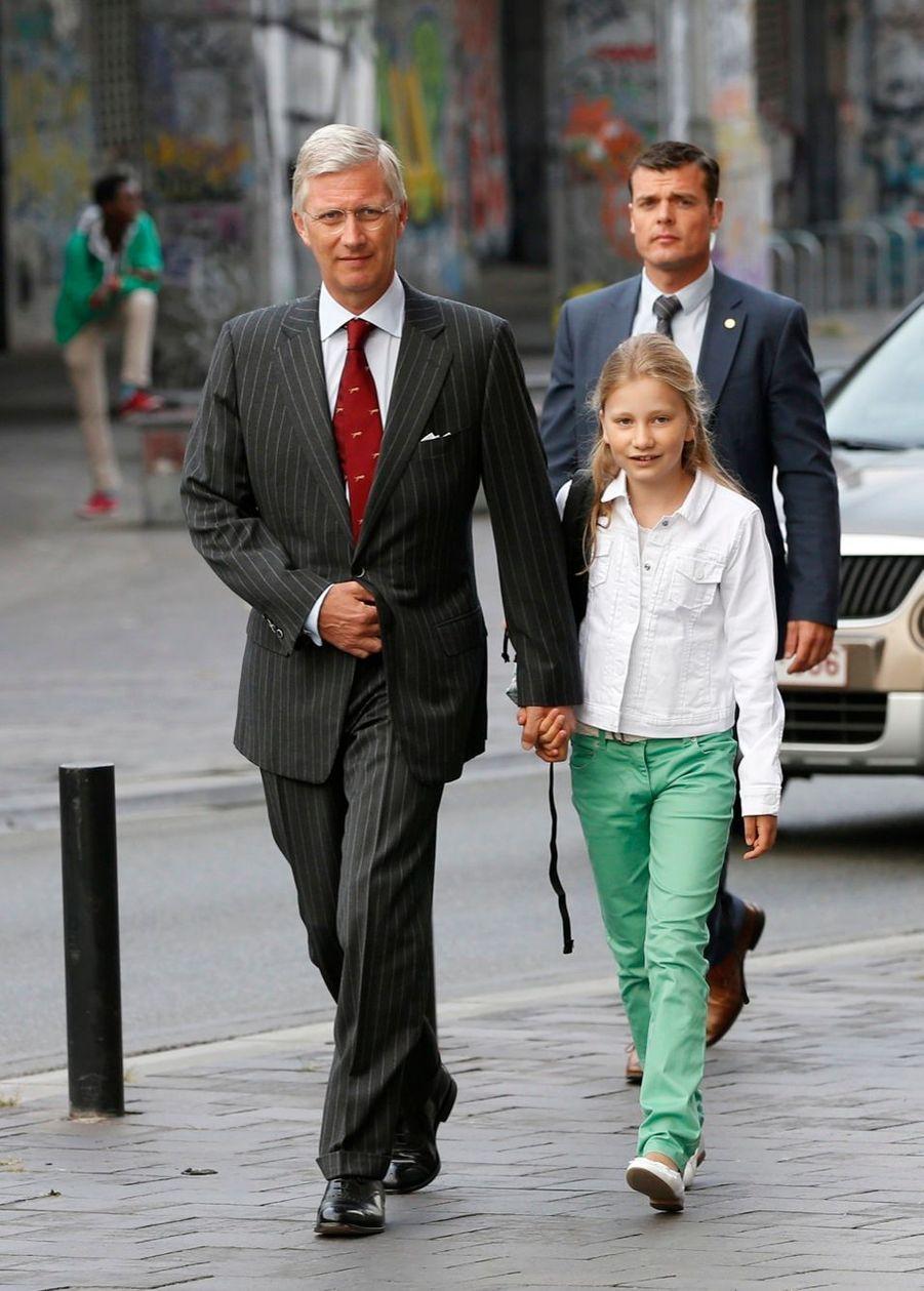 La princesse Elisabeth de Belgique, rentrée des classes le 2 septembre 2014