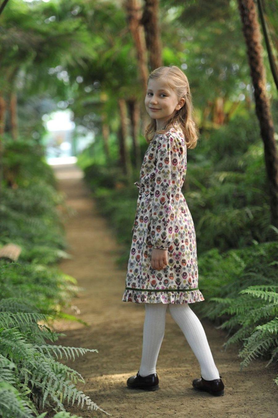 Photo officielle de la princesse Elisabeth de Belgique pour son 10e anniversaire, le 25 octobre 2011