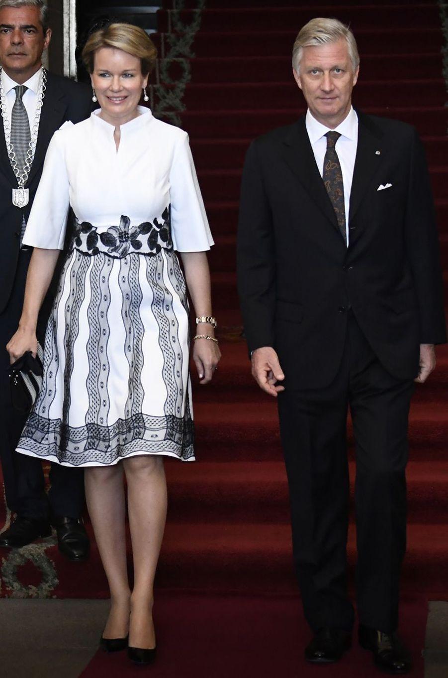 La reine des Belges Mathilde, en Esmeralda Ammoun, à Porto le 24 octobre 2018