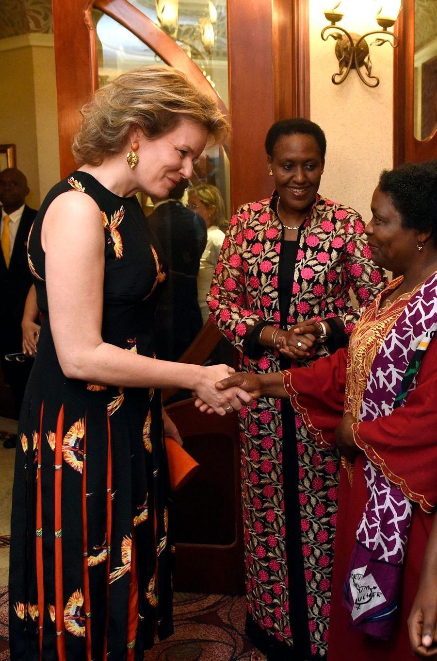 La reine des Belges Mathilde dans une robe Diane von Furstenberg au Mozambique le 5 février 2019