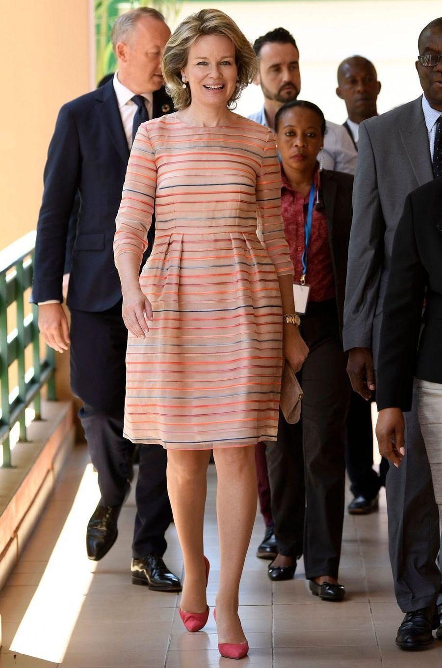La reine des Belges Mathilde dans une robe Natan au Mozambique le 6 février 2019