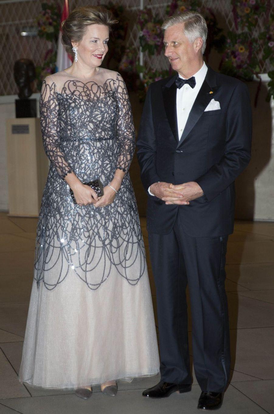 La reine des Belges Mathilde, dans une robe Natan, au Luxembourg le 16 octobre 2019