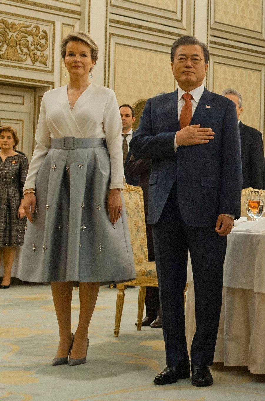 La reine des Belges Mathilde en Natan en Corée du Sud, le 26 mars 2019