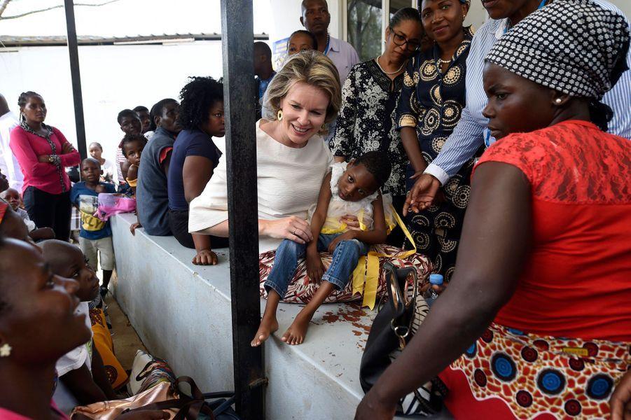 La reine des Belges Mathilde à l'hôpital de Chokwé au Mozambique, le 5 février 2019