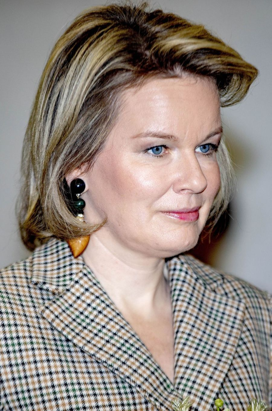 Les boucles d'oreille de la reine des Belges Mathilde à Duffel, le 26 février 2019