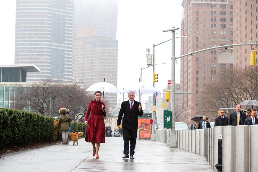 La reine Mathilde et le roi des Belges Philippe sous la pluie à New York, les 11 février 2020