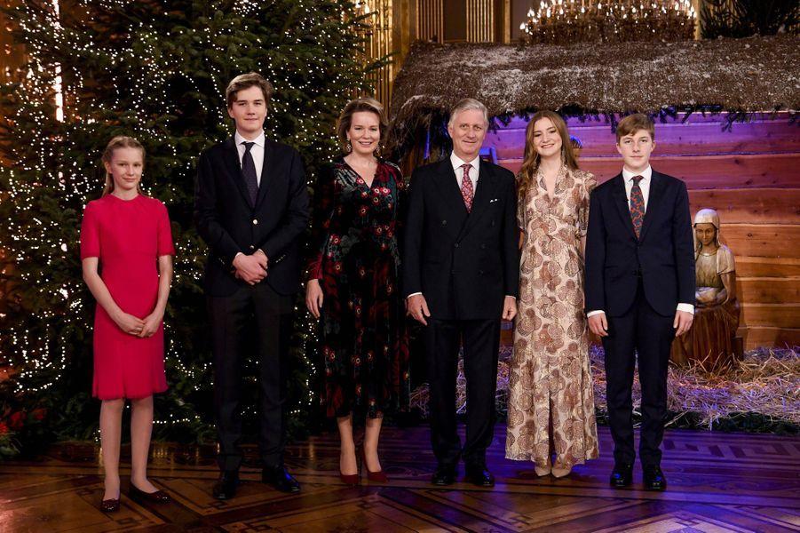 La reine Mathilde et le roi des Belges Philippe avec leurs enfants à Bruxelles, le 16 décembre 2020