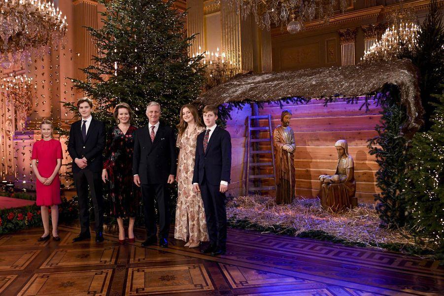 La princesse Eléonore, le prince Gabriel, la reine Mathilde, le roi des Belges Philippe, la princesse Elisabeth et le prince Emmanuel de Belgique à Bruxelles, le 16 décembre 2020