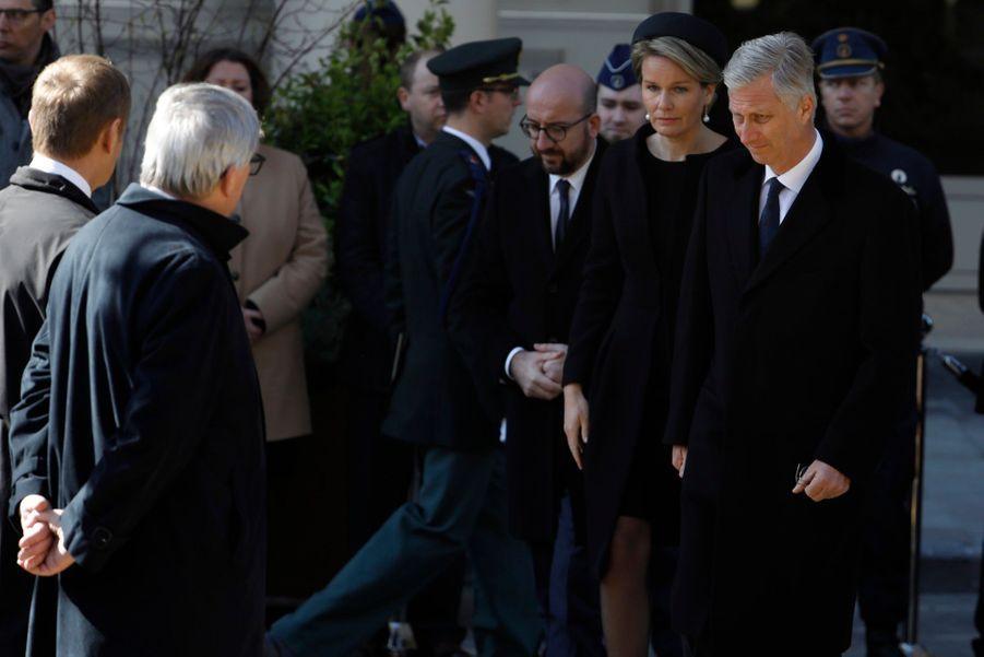 La Reine Mathilde Et Le Roi Des Belges Philippe Rendent Hommages Aux Victimes Des Attentats Du 22 Mars 2016 À Bruxelles 1