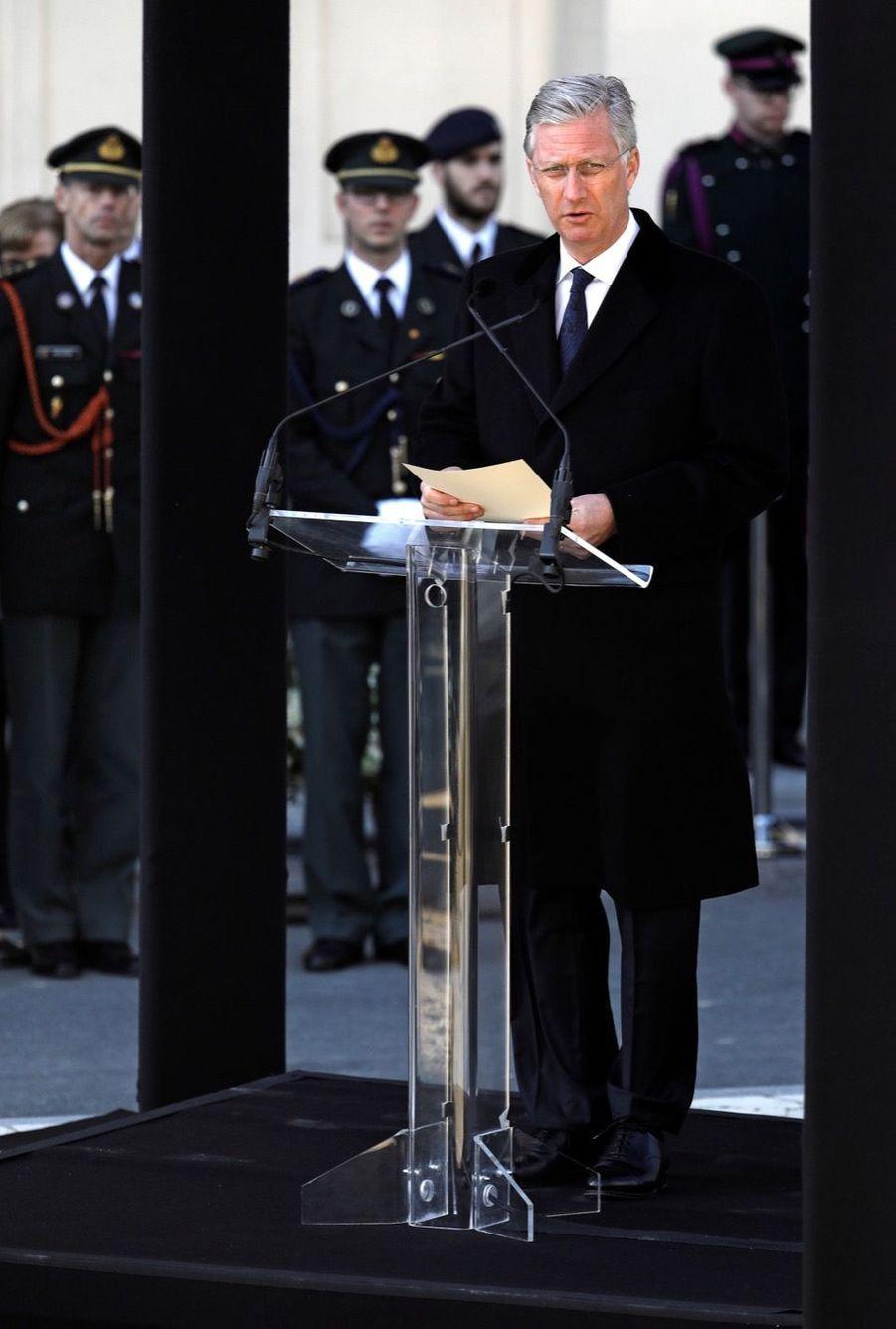 La Reine Mathilde Et Le Roi Des Belges Philippe Rendent Hommages Aux Victimes Des Attentats Du 22 Mars 2016 À Bruxelles 12