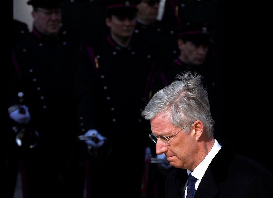 La Reine Mathilde Et Le Roi Des Belges Philippe Rendent Hommages Aux Victimes Des Attentats Du 22 Mars 2016 À Bruxelles 14