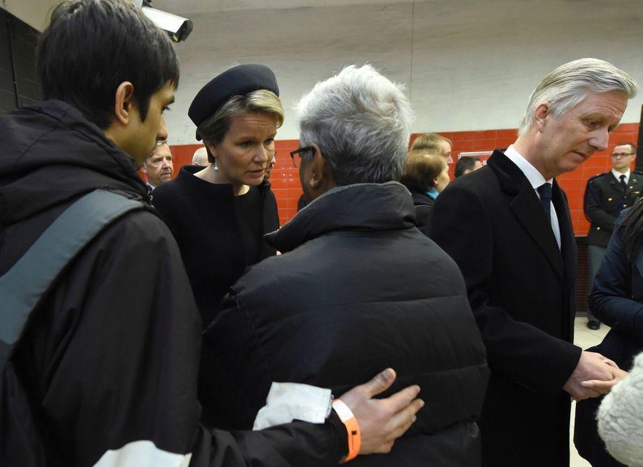 La Reine Mathilde Et Le Roi Des Belges Philippe Rendent Hommages Aux Victimes Des Attentats Du 22 Mars 2016 À Bruxelles 17