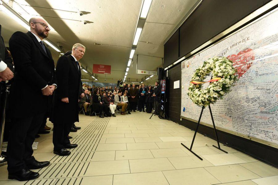 La Reine Mathilde Et Le Roi Des Belges Philippe Rendent Hommages Aux Victimes Des Attentats Du 22 Mars 2016 À Bruxelles 19