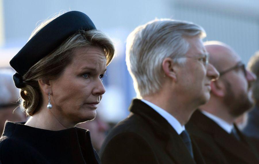 La Reine Mathilde Et Le Roi Des Belges Philippe Rendent Hommages Aux Victimes Des Attentats Du 22 Mars 2016 À Bruxelles 28