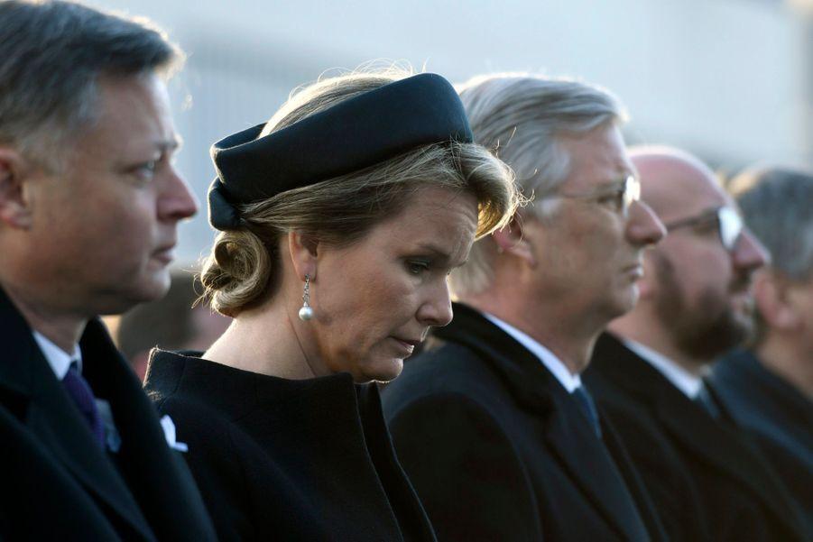 La Reine Mathilde Et Le Roi Des Belges Philippe Rendent Hommages Aux Victimes Des Attentats Du 22 Mars 2016 À Bruxelles 29