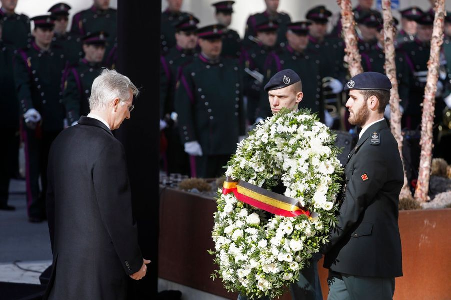 La Reine Mathilde Et Le Roi Des Belges Philippe Rendent Hommages Aux Victimes Des Attentats Du 22 Mars 2016 À Bruxelles 3