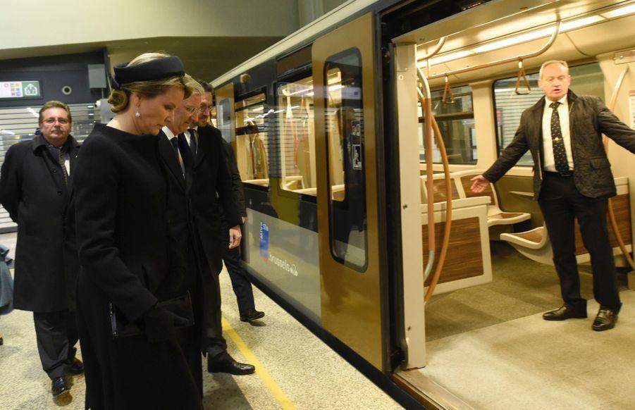 La Reine Mathilde Et Le Roi Des Belges Philippe Rendent Hommages Aux Victimes Des Attentats Du 22 Mars 2016 À Bruxelles 37