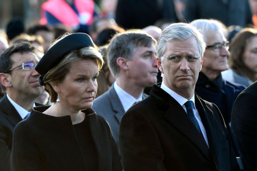La Reine Mathilde Et Le Roi Des Belges Philippe Rendent Hommages Aux Victimes Des Attentats Du 22 Mars 2016 À Bruxelles 39