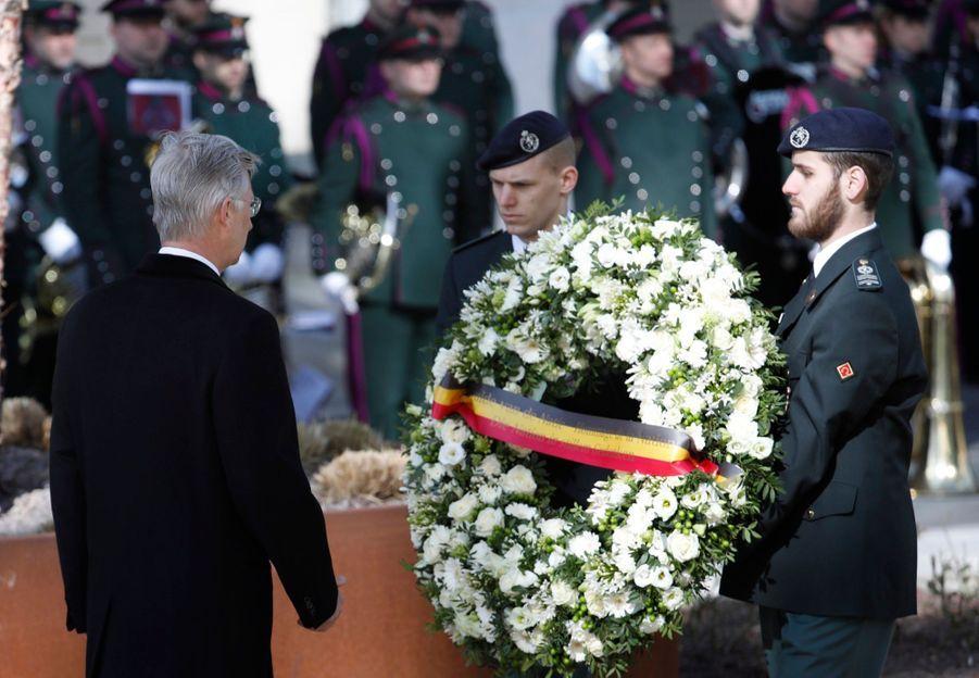 La Reine Mathilde Et Le Roi Des Belges Philippe Rendent Hommages Aux Victimes Des Attentats Du 22 Mars 2016 À Bruxelles 4