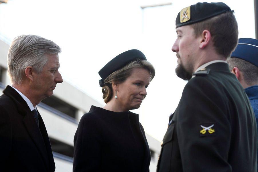 La Reine Mathilde Et Le Roi Des Belges Philippe Rendent Hommages Aux Victimes Des Attentats Du 22 Mars 2016 À Bruxelles 40