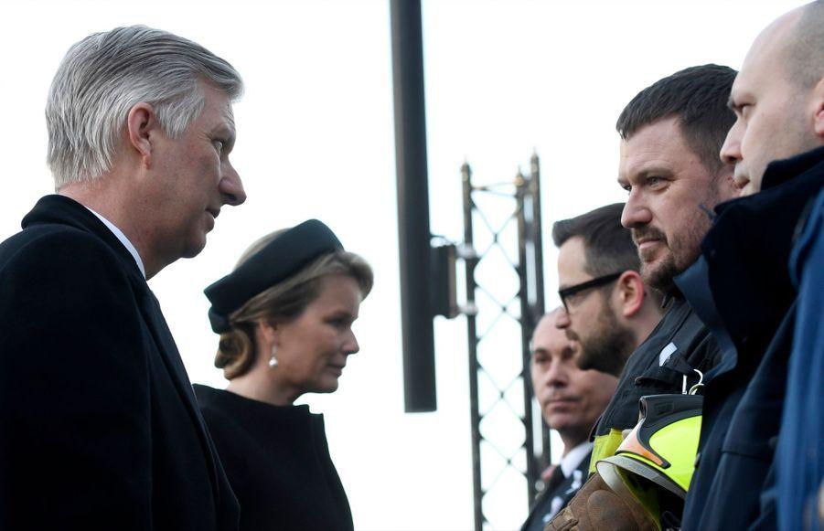 La Reine Mathilde Et Le Roi Des Belges Philippe Rendent Hommages Aux Victimes Des Attentats Du 22 Mars 2016 À Bruxelles 41