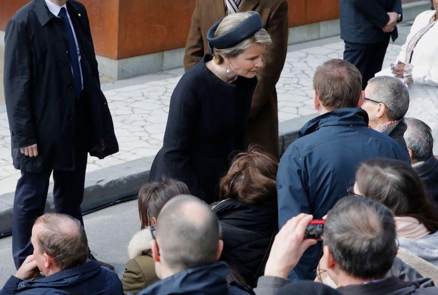 La Reine Mathilde Et Le Roi Des Belges Philippe Rendent Hommages Aux Victimes Des Attentats Du 22 Mars 2016 À Bruxelles 5
