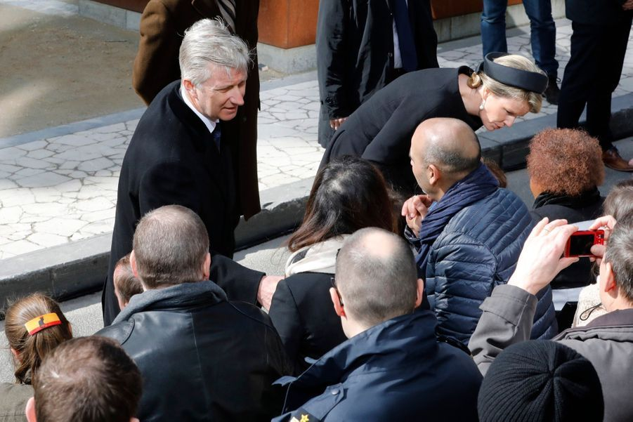 La Reine Mathilde Et Le Roi Des Belges Philippe Rendent Hommages Aux Victimes Des Attentats Du 22 Mars 2016 À Bruxelles 7