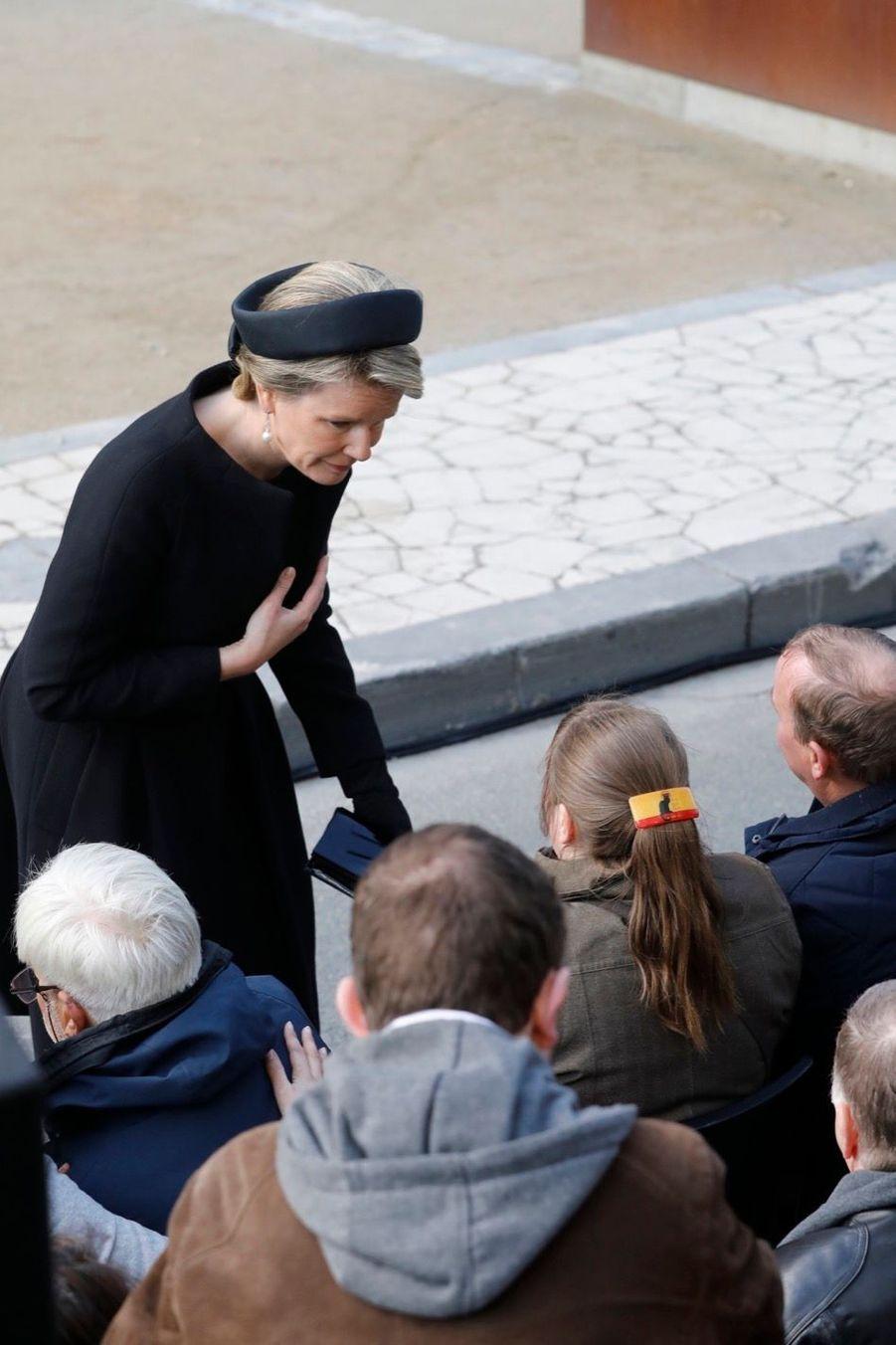 La Reine Mathilde Et Le Roi Des Belges Philippe Rendent Hommages Aux Victimes Des Attentats Du 22 Mars 2016 À Bruxelles 8