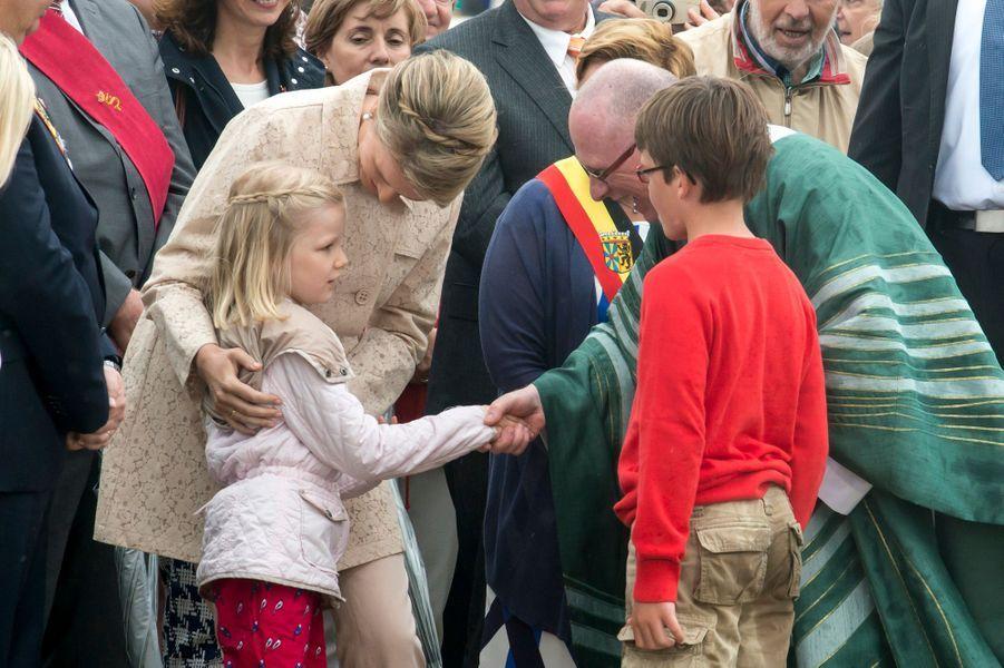 La reine Mathilde de Belgique et la princesse Éléonore à Blankenberge, le 12 juillet 2015