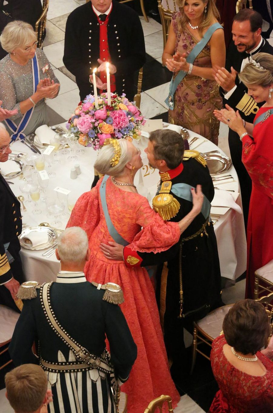Le prince Frederik de Danemark avec sa mère la reine Margrethe II, le 26 mai 2018