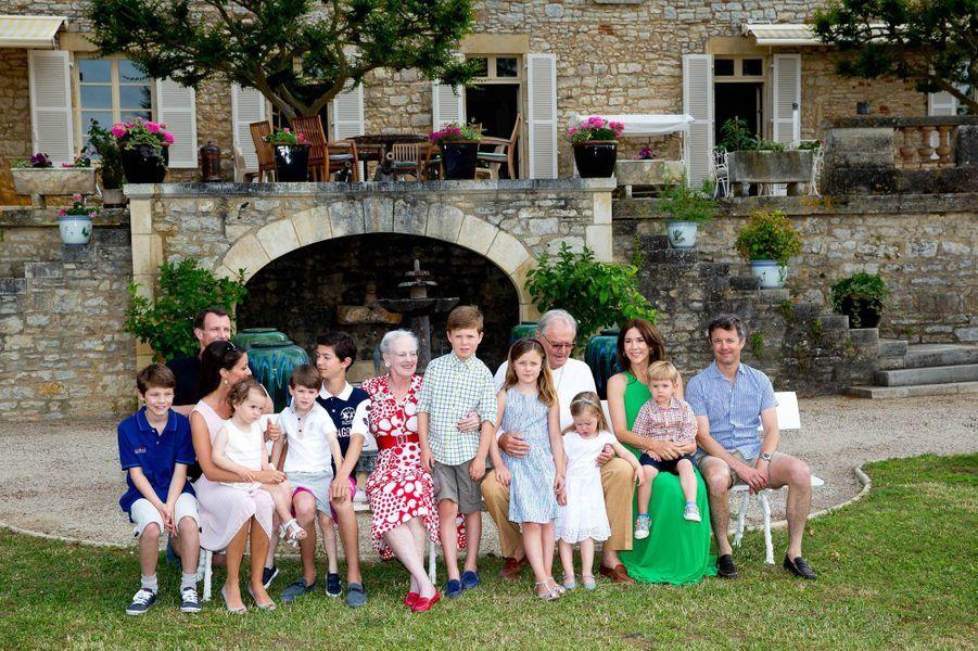 La reine Margrethe II de Danemark avec le prince Henrik en famille, le 12 juin 2014