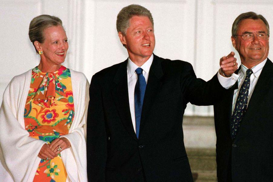 La reine Margrethe II de Danemark avec le prince Henrik et Bill Clinton, le 11 juillet 1997