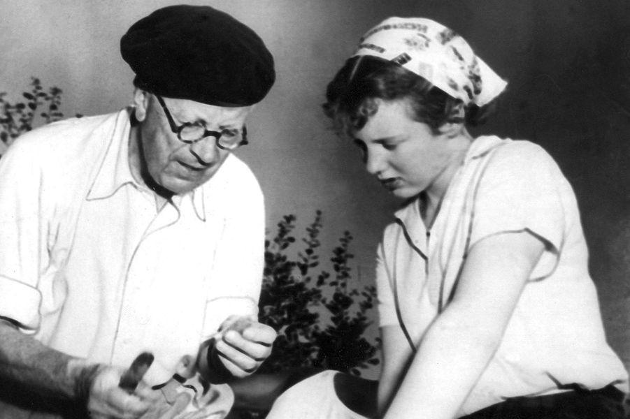 Margrethe de Danemark avec son grand-père le roi Gustav VI Adolf de Suède, dans les années 1950