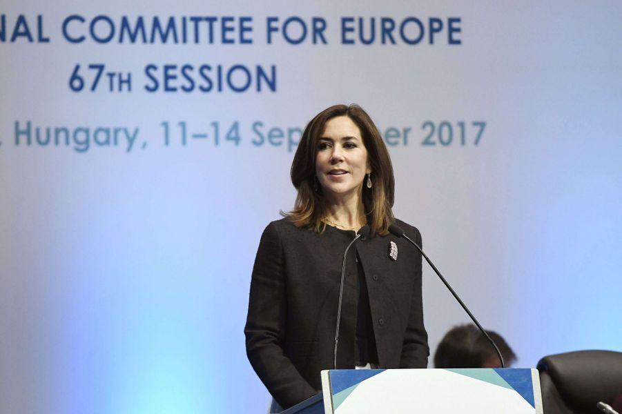 La princesse Mary de Danemark prononce un discours lors d'une session de l'OMS Europe à Budapest, le 11 septembre 2017