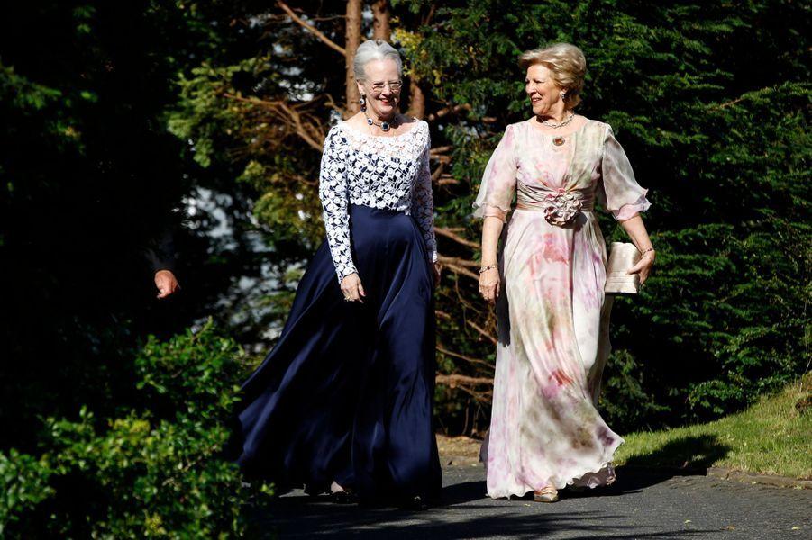 L'ancienne reine Anne-Marie de Grèce avec sa soeur la reine Margrethe II de Danemark, le 18 juin 2011