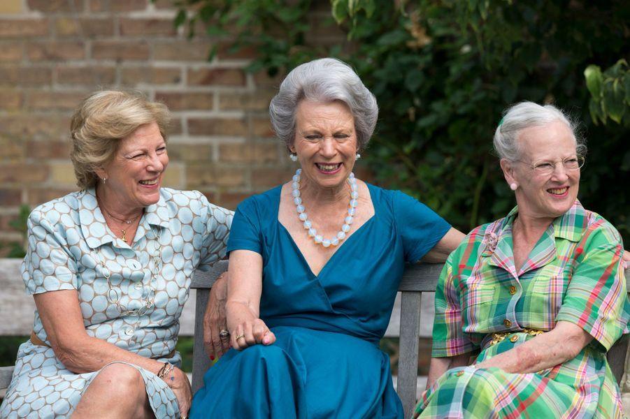 L'ancienne reine Anne-Marie de Grèce avec ses deux soeurs, le 26 juillet 2013
