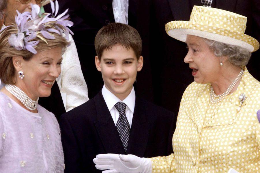 L'ancienne reine Anne-Marie de Grèce avec son fils le prince Philippos et la reine Elizabeth II, le 9 juillet 1999