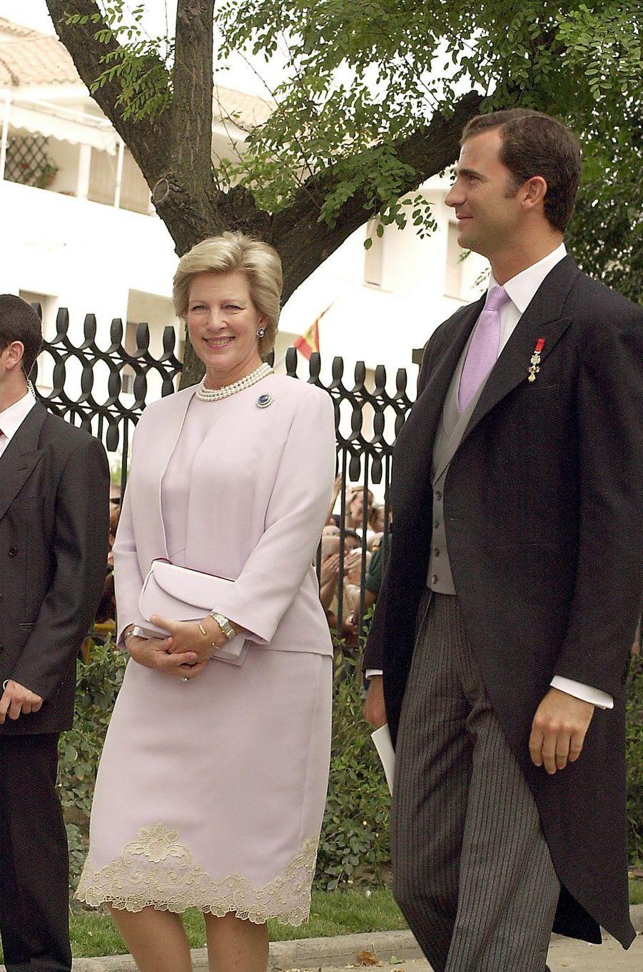 L'ancienne reine Anne-Marie de Grèce avec son neveu le prince Felipe d'Espagne, le 30 septembre 2003