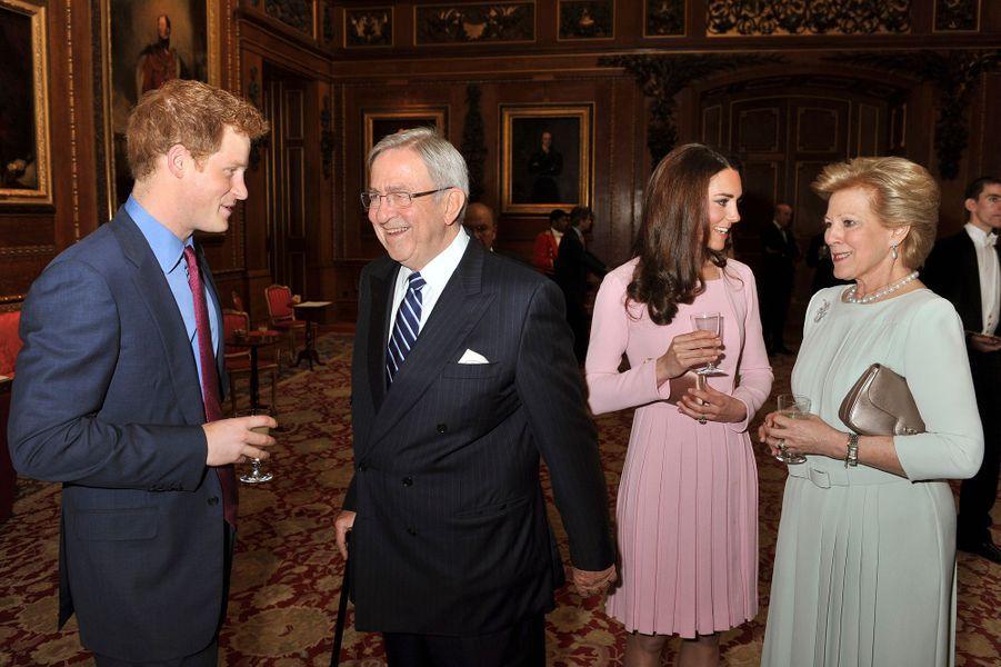 L'ancienne reine Anne-Marie et l'ancien roi Constantin de Grèce avec le prince Harry et la duchesse de Cambridge, le 18 mai 2012