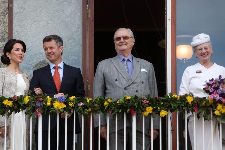La reine Margrethe II de Danemark avec la princesse Mary et les princes Frederik et Henrik à Aarhus, le 8 avril 2015